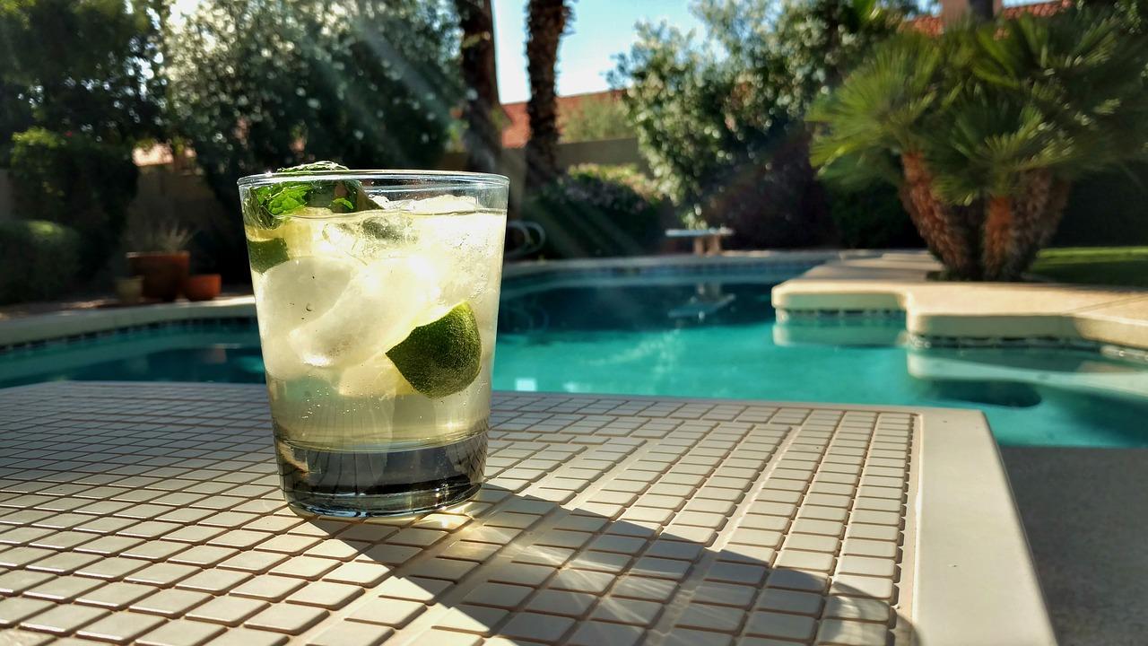 Les avantages d'une piscine extérieure enterrée